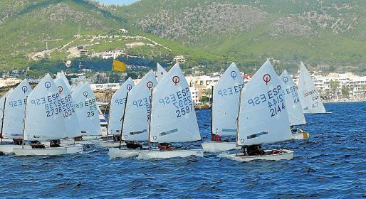 La flota navega durante la prueba.