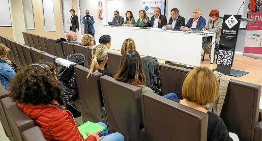 El conseller de Educación y su equipo escucharon las preocupaciones de los directores.