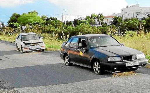 Imagen de archivo de coches abandonados en Cala de Bou.