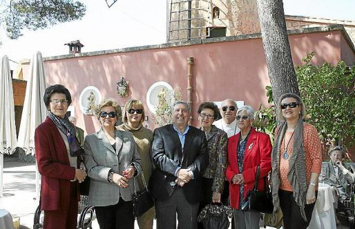 Francisca Jaume, Ana Caldentey, Joana Mudoy, José Pascual, Marga Jaume, Pilar Saiz y Catina Esteva.
