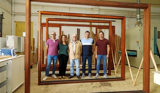 Dinastía de carpinteros en JPP Fusteria: el fundador José Pons Pons flanqueado por sus hijos. De izquierda a derecha, Kico Pons, Ross Pons, Germán Pons y José Pons.