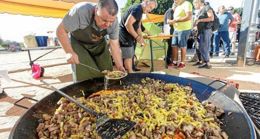 Una 'frita de porc' para 250 personas con un precio de 10 euros por ración.