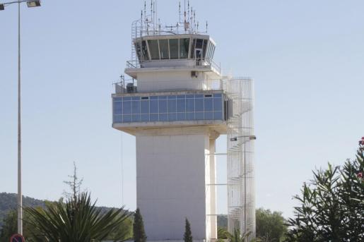 Torre de control del aeropuerto de Ibiza.