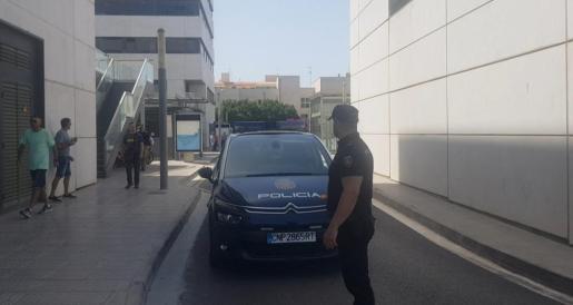 Un agente de la Policía Nacional de Ibiza.