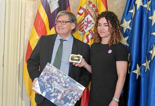 La consellera de Hacienda del Govern, Rosario Sánchez, en la entrega del proyecto de ley de presupuestos.