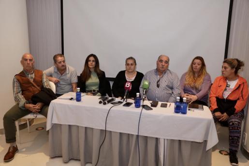 Representantes sindicales del Grupo Pachá durante la rueda de prensa de ayer.
