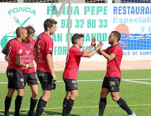 Los jugadores del Formentera celebran un gol marcado esta temporada.