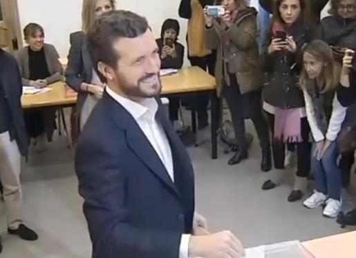 El presidente del PP, Pablo Casado, votando en las elecciones generales del 10 de noviembre