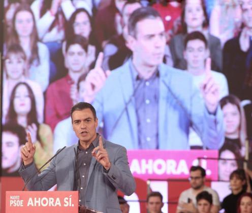 El Secretario general del PSOE y candidato a la presidencia el 10N, Pedro Sánchez, interviene durante un mitin del partido socialista en Alcalá de Henares (Madrid), a 8 de noviembre de 2019.
