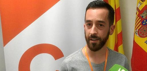 Javier Torres atendiendo a los medios el pasado domingo en la sede de Cs.