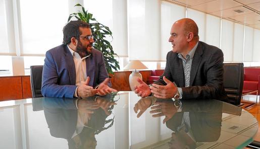 Vicenç Vidal y Vicent Marí se reunieron ayer para tratar los temas que preocupan a la isla.