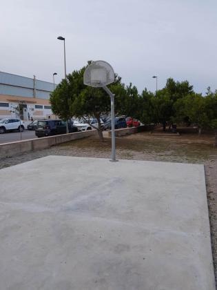 Baloncesto callejero. Formentera cuenta desde no hace mucho con una canasta callejera de baloncesto que la Fundación FEBIB gestionó a través de una cadena hotelera. Próximamente se instalará otra. Además, la idea es otorgarles el nombre de Emilio Martínez y Toni Terrasa, impulsores del baloncesto en la pitiusa sur durante los años 80.
