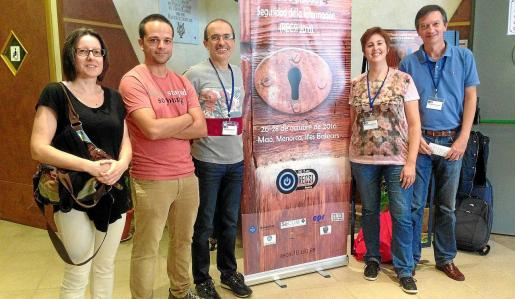 Sobre estas líneas, Xisca Hinarejos, Andreu Pere Isern, Macià Mut, Magdalena Payeras y Pep Lluís Ferrer, del equipo investigador del grupo de Seguridad y Comercio Electrónico (Secom) de la UIB.
