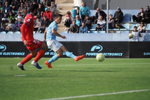 Ángel Rodado, en la acción de su gol.