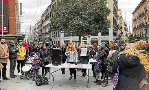 La madre de Vanessa Patricio, Cati Escandell, en la concentración de ayer en Madrid.