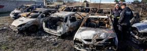 Investigan la intencionalidad de un incendio que devoró 14 coches