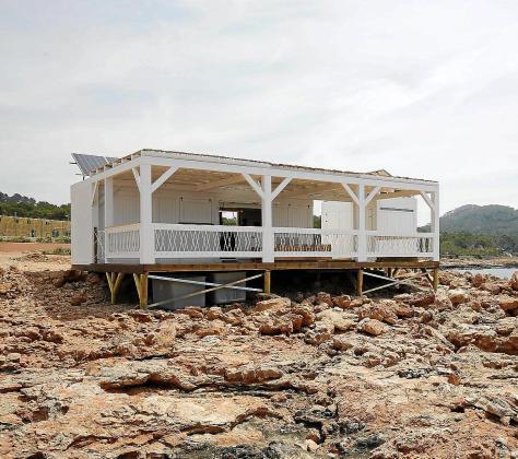 La autorización es de temporada con una capacidad de 11 mesas y 38 sillas.