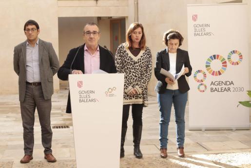 La imagen es del pasado 21 de noviembre, cuando el Govern presentó su Agenda 2030. Yllanes explica sus planes y detrás Iago Negueruela, Francina Armengol y Fina Satiago. Serán quienes coordinen todas las actuaciones del Ejecutivo.