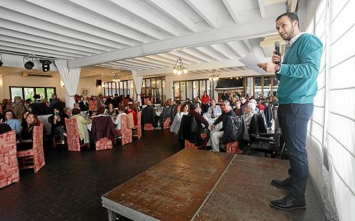 El presidente de Aemif, Ismael Vargas, dio un discurso antes de empezar la tradicional comida de Navidad de Aemif, que se celebró en el restaurante Gala Night.