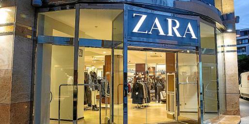 Los dos individuos fueron cazados 'in fraganti' por el personal de seguridad de la tienda.