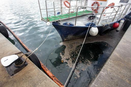 Vertidos fecales en el puerto.