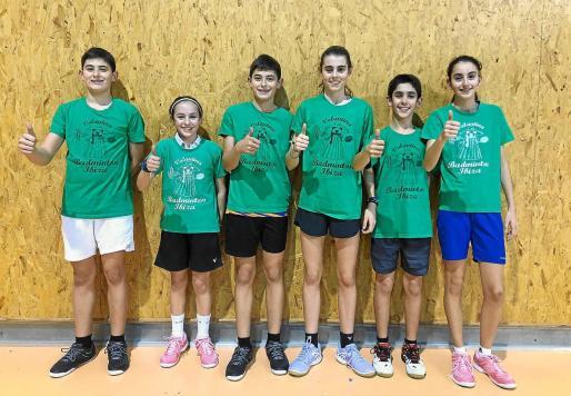 Joan Guasch, Macarena Izquierdo, Marc Guasch, Carmen María Jiménez, Ismael Oballe y Paula Llavero, ayer antes de su entrenamiento en Can Guerxo.