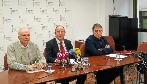 Antoni Bellver, Juli Fuster y Manuel Palomino, ayer, en la rueda de prensa en que se anunció la rescisión.