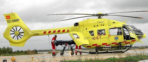 El helicóptero de Eliance, en el helipuerto del hospital de Formentera, en un servicio. Foto: S.E.