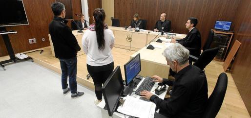 La titular del juzgado de lo Penal número 2,Martina Rodríguez, dictó la sentencia ante el acusado, que aceptó seis meses de prisión.