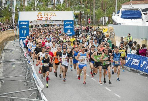 Salida de la distancia de 12 kilómetros de la edición del año pasado.