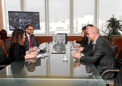 Rosario Sánchez (izquierda), presentó ayer los presupuestos en el Consell.