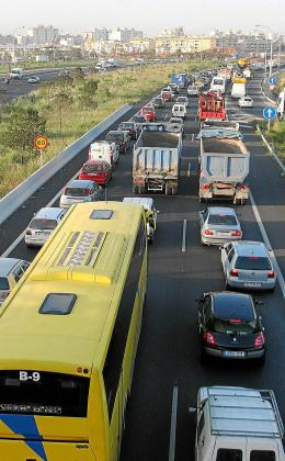 Además de fomentar la reducción de emisiones a la atmósfera, la propuesta del Govern también busca reducir el ingente parque móvil de Balears, donde a finales de 2018 había 1.030.478 vehículos.