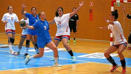 Raquel Bejarano, máxima goleadora del Puchi ayer, en un partido de la presente temporada.