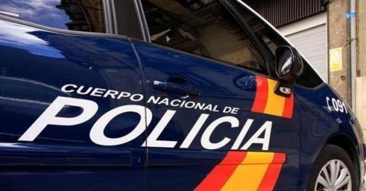 El hallazgo se produjo en la confluencia de la Costanilla de San Vicente con la calle Palma, donde se personaron la comisión judicial y varias unidades policiales.