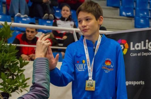 Miquel Tur, con su medalla.