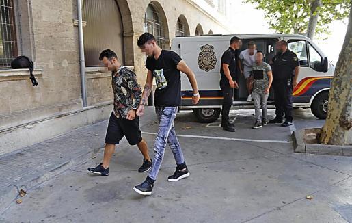 Los dos sospechosos, el día que pasaron a disposición judicial, en Palma.