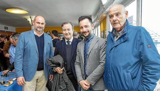 Concurrida celebración de la copa de Navidad de Autoridad Portuaria en el Club Náutico de Ibiza