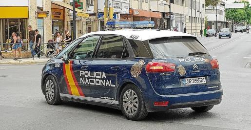 Imagen de archivo de un coche de policía patrullando por Vila