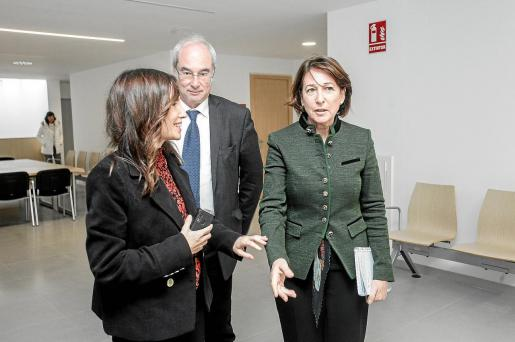 La subsecretaria de Justicia, Cristina Latorre (a la derecha), compareció ante los medios junto al delegado del Gobierno, Ramon Morey.