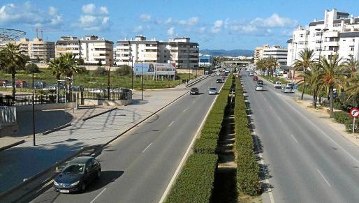 Vista de la avenida de la Pau mirando hacia la rotonda de Can Misses.