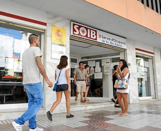 Los parados de larga duración son el colectivo que más se ha reducido en los últimos cinco años en Baleares, algo que el Govern atribuye, en buena parte, a la puesta en marcha de programas específicos para este colectivo con el fin de favorecer su inserción laboral.