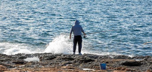 El trágico suceso ocurrió en la zona de ses Variades, que suele estar muy concurrida por los aficionados a la pesca.