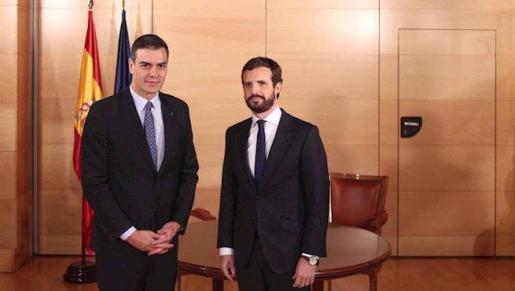 Pedro Sánchez y Pablo Casado tras la reunión mantenida ayer