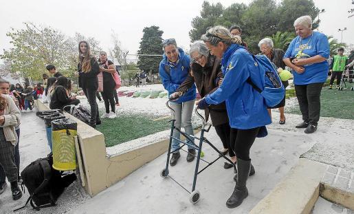Ancianos, voluntarios y estudiantes participaron en estas actividades que pretendían fomentar la participación de los jóvenes.