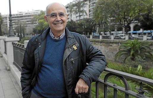 Isidor Marí presentó el martes en Palma 'Poesia, llengua, país. Una mirada des d'Eivissa'.