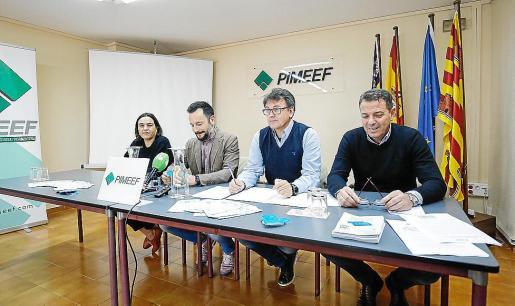 Pimeef y Consistorio presentan la tarjeta para apoyar al comercio local.