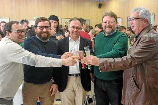 Los grupos políticos de Sant Josep brindaron tras el último pleno de este año.