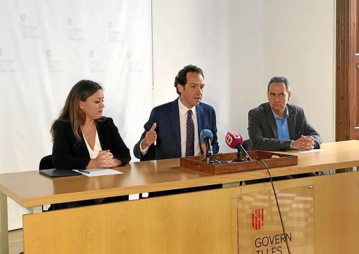 Alejandra Ferrer y Marc Pons explicaron ayer cómo quedará el servicio marítimo.