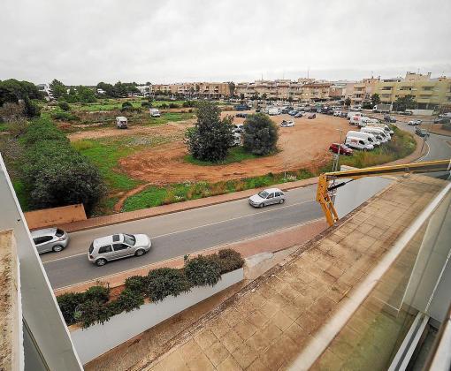 Solar donde se tiene previsto iniciar la construcción del centro educativo en Santa Eulària.