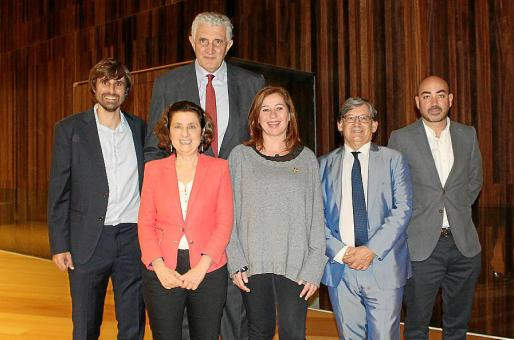 Carles Gonyalons, Fina Santiago, Fernando Romay, Francina Armengol, Vicenç Thomás y el presidente de la Federación de Básquet, Juanjo Talens.